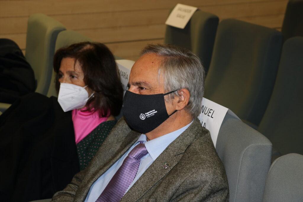 DIPLOMA15 | Manuel Silva recibe de manos del Vicepresidente del Gobierno de Aragón, el Diploma de Honor de los Ingenieros Industriales |%sitename%
