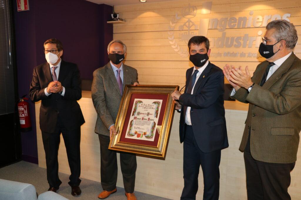 DIPLOMA16 | Manuel Silva recibe de manos del Vicepresidente del Gobierno de Aragón, el Diploma de Honor de los Ingenieros Industriales |%sitename%