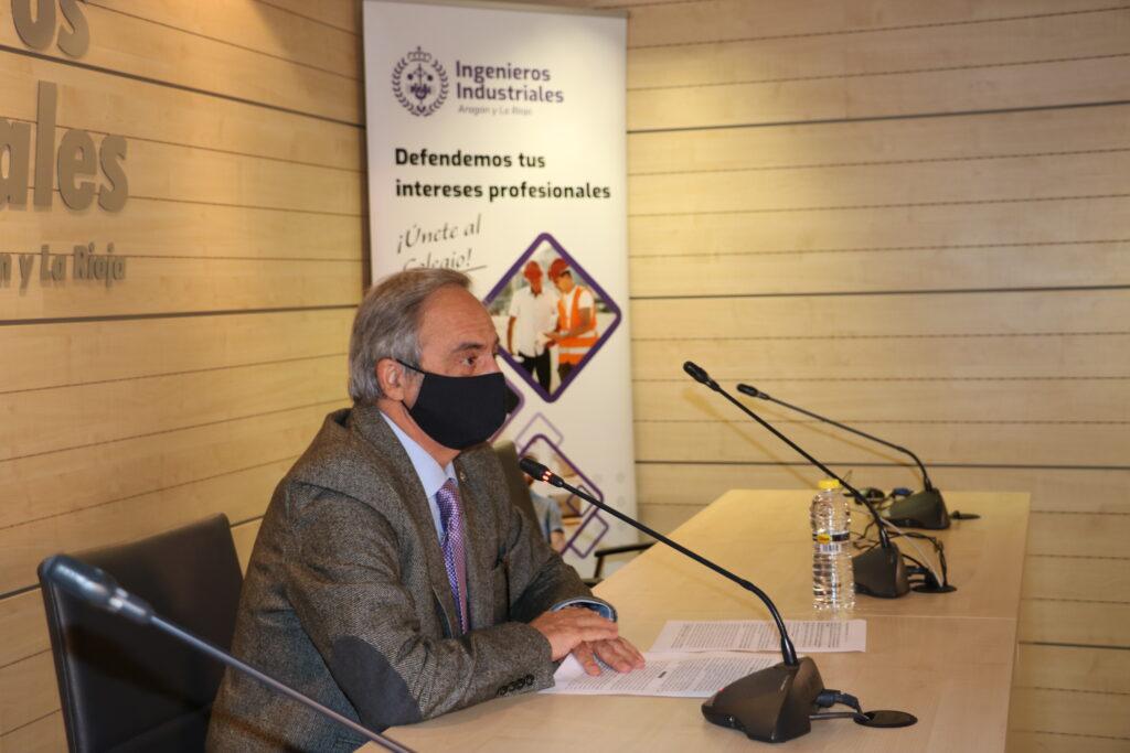 DIPLOMA23 | Manuel Silva recibe de manos del Vicepresidente del Gobierno de Aragón, el Diploma de Honor de los Ingenieros Industriales |%sitename%