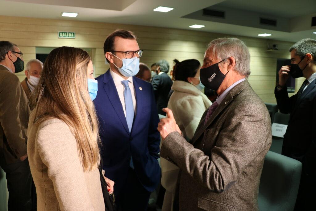DIPLOMA45 | Manuel Silva recibe de manos del Vicepresidente del Gobierno de Aragón, el Diploma de Honor de los Ingenieros Industriales |%sitename%